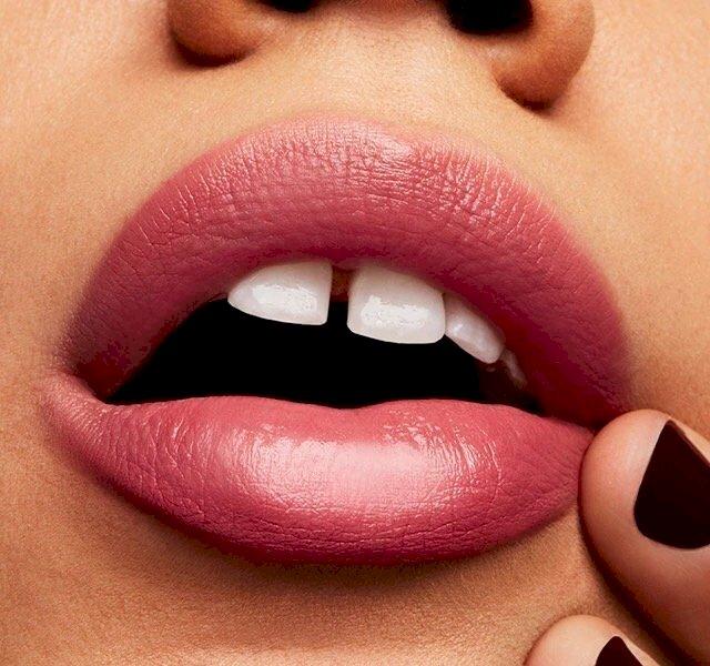 Mac- love me lipstick (as if i care)