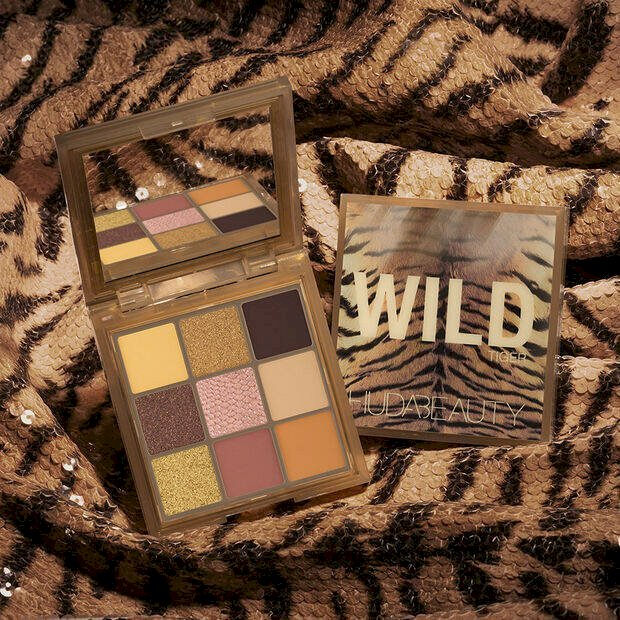 Huda beauty tiger wild obsessions eyeshadow palette